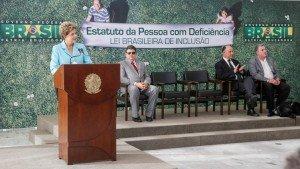 Presidente Dilma Rousseff durante cerimônia de sanção do Estatuto da Pessoa com Deficiência